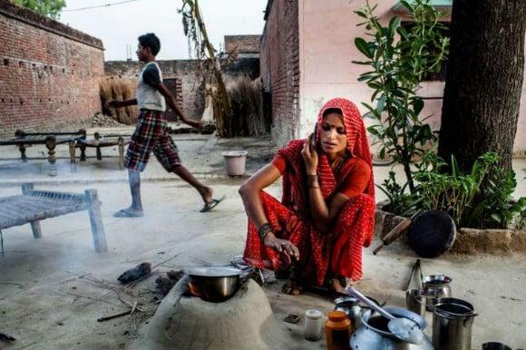 இந்திய கிராமத்தில் சிறுமிகளுக்கான மொபைல் போன்களின் தடை கூடுதல் படம் 2