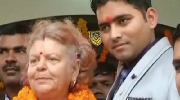 Facebook mom attends Indian wedding