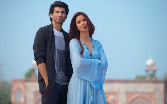 Katrina-Kaif-and-Aditya-Roy-Kapur's-stills-from-Fitoor-740x464