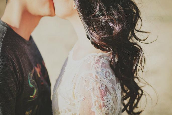 Long-Distance-Relationships-Featured-Kiss