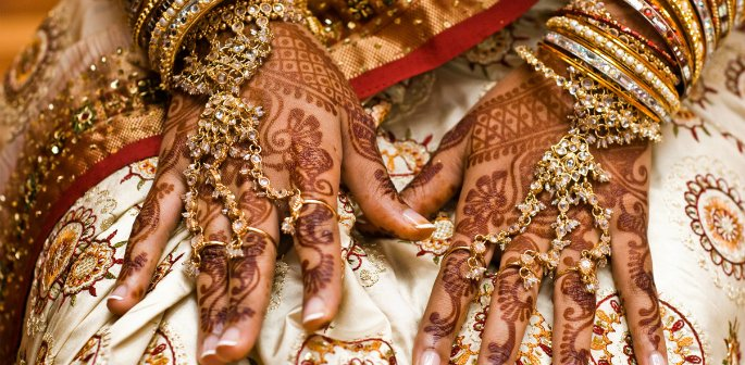 marriage and dowry culture A dowry (mahr) is something a man has to pay to his wife as a sign that he  desires to get married to her and assume responsibility for their.