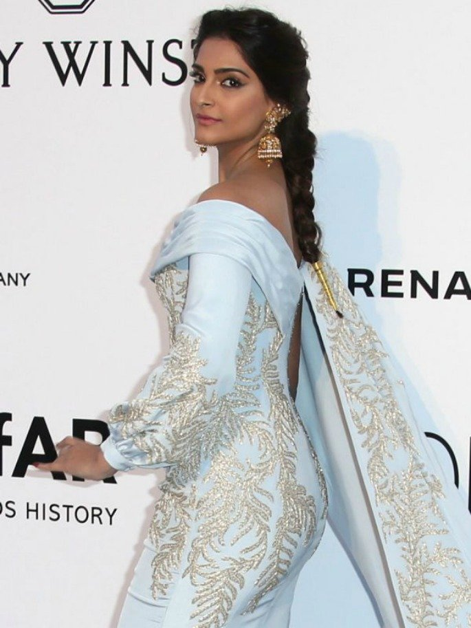 Sonam Kapoor brings Desi charm to amfAR Gala 2016