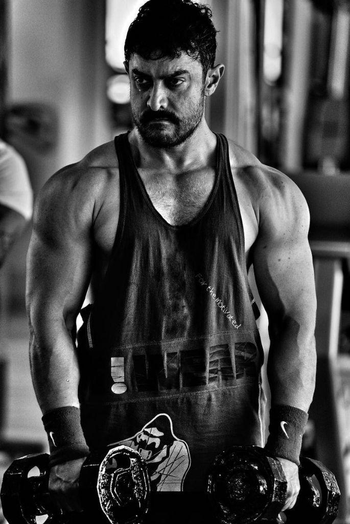 Aamir Khan shows off muscular look for Dangal