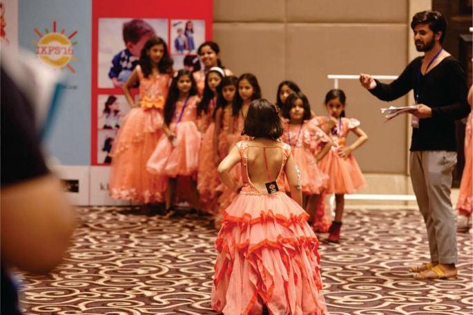 ভারতের বাচ্চাদের ফ্যাশন শো নতুন বাচ্চাদের জনপ্রিয়তা এনেছে