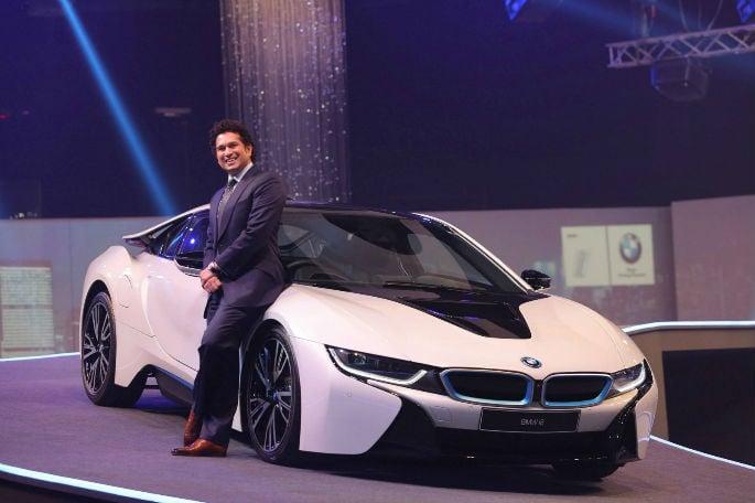 Shahrukh Khan splashes Rs 2.3 crore on BMW i8