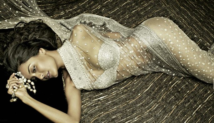 Hot-Looks-Lisa-Haydon-Tarun