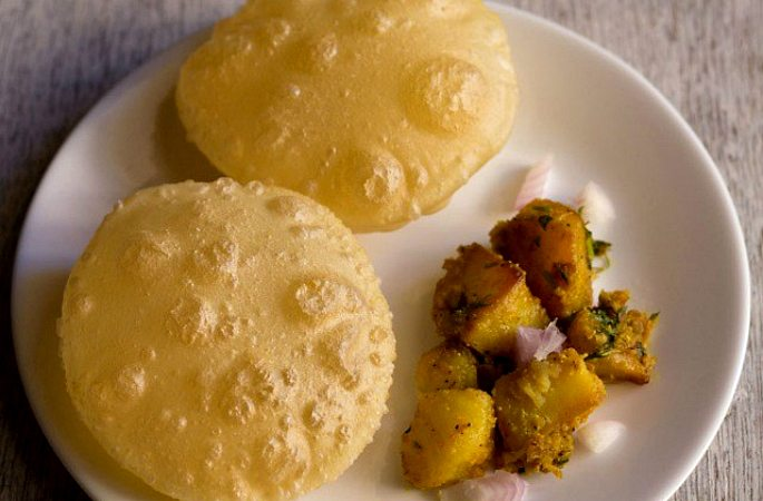 Desi-Breakfast-Bengal-Aloo-Luchi