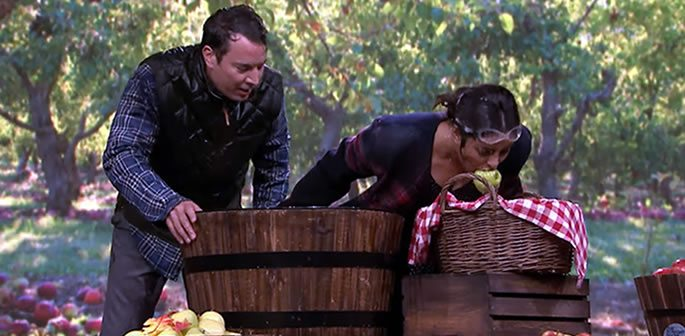 Priyanka Chopra beats Jimmy Fallon in Bobbing Apples game