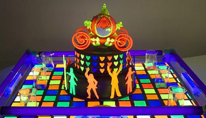 glow cakes disco