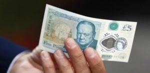 पशु वसा से युक्त नए £ 5 नोट पर वेगंस भड़क उठे