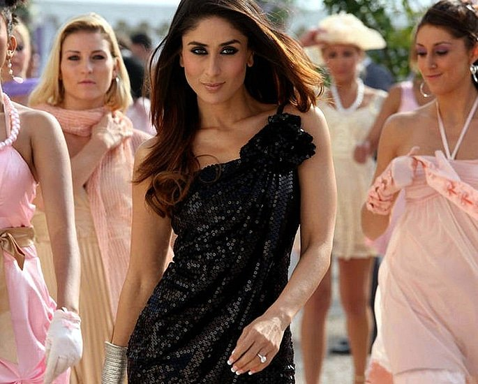 14 Most Expensive Bollywood Costumes - Kareena Kapoor Kambakkht Ishq