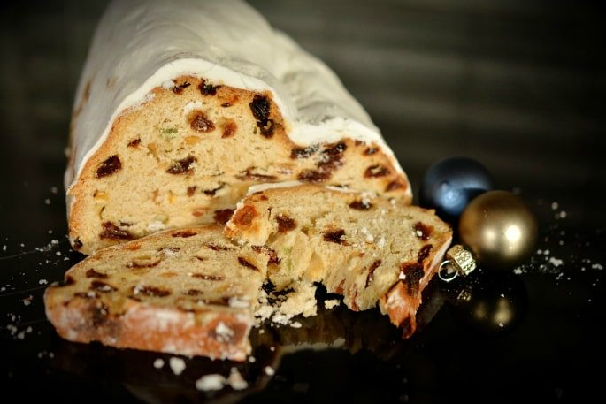 winter-sweetsdesserts-stollen-1
