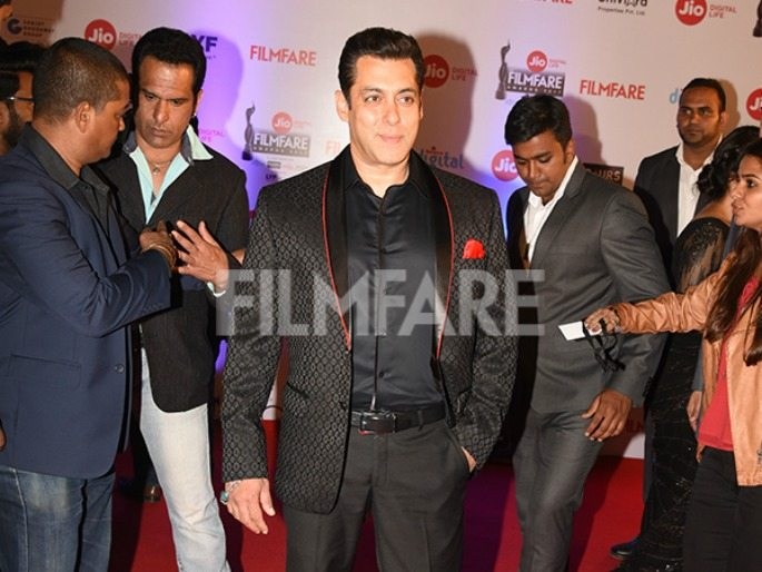 Filmfare-Awards-2017-Best-Dressed-Salman