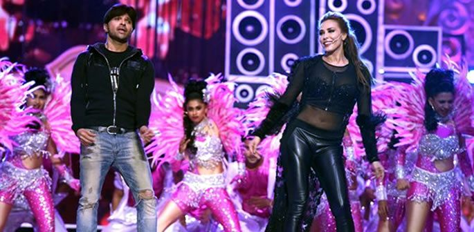 Iulia Vantur dances to Salman Khan's songs on stage