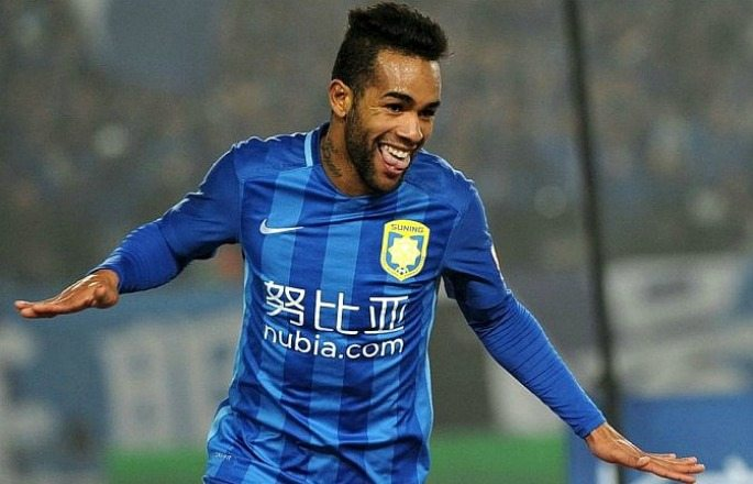 Alex Teixeira chose to play football in China over the Premier League