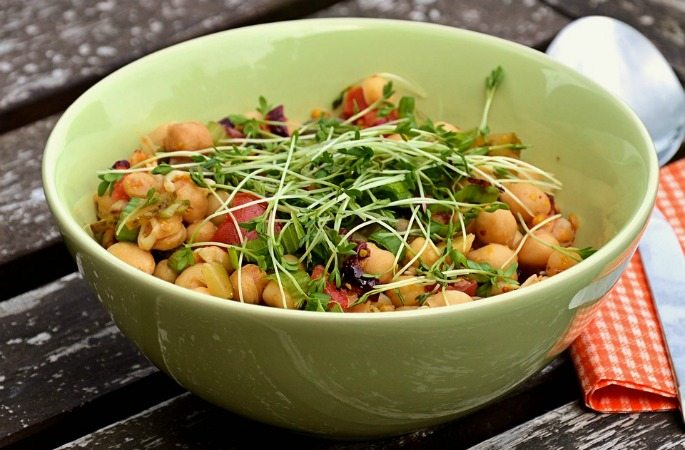 6 Healthy and Fresh Summer Salads - Chickpeas