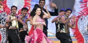 Sunny Leone Dances Sexy to Retro Songs at Zee Cine Awards