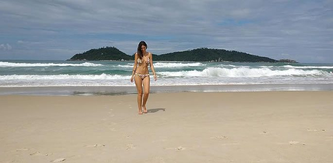Bruna Abdullah has a 'Grand Masti' time in Bikini on Beach