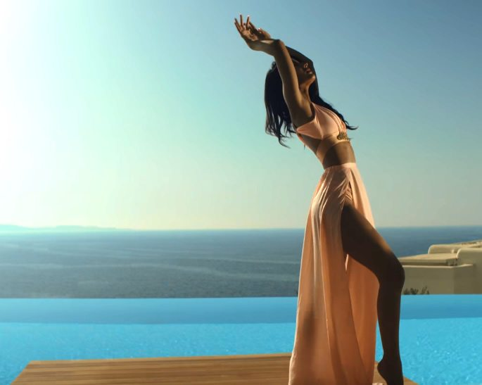 Jasmin Walia looks Hot in new music video 'Temple'