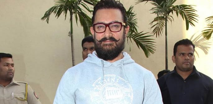 Aamir Khan spotted wearing a Nose Stud and it looks Totally Cool!