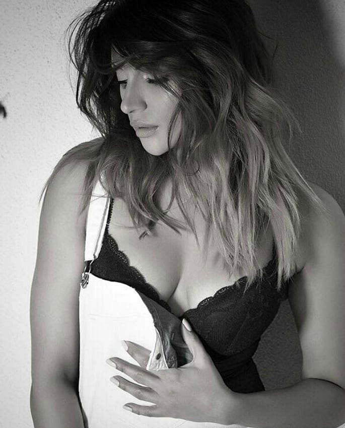 10 Sexy Looks of Shama Sikander you Have to See