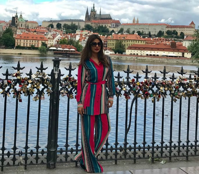 Weekend Fashion: Suhana, Sushant and Priyanka dazzle in Bold Colours