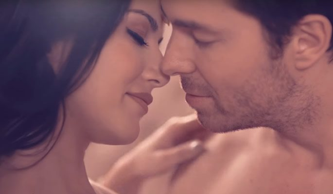 Sunny Leone Condom advert 'Play this Navratri' - Right or Wrong?