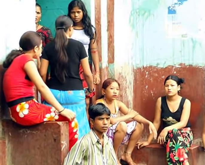भारतातील रेड लाईट क्षेत्रे जिथे सेक्स वर्कर्स लिव्हिंग करतात - सोनागाची, कोलकाता