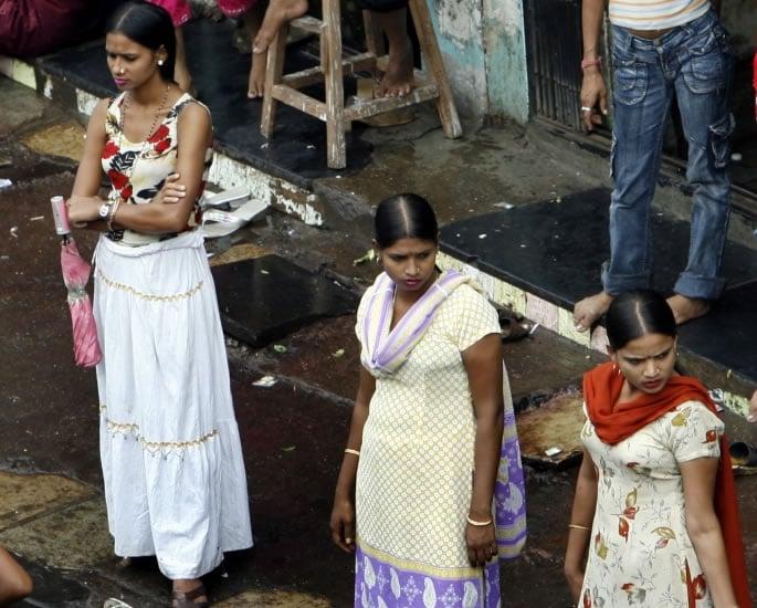 भारतातील रेड लाईट क्षेत्रे जिथे सेक्स वर्कर्स लिव्हिंग - रोड बनवतात