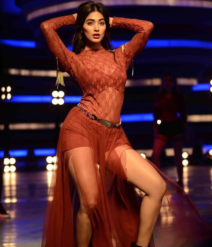 7 Sexy Looks of Pooja Hegde you Need to See