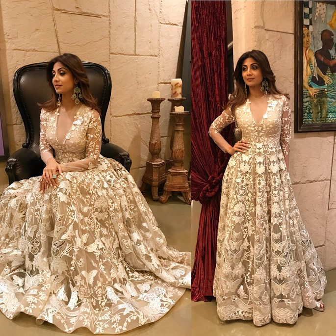 Shilpa wears a ivory gown.