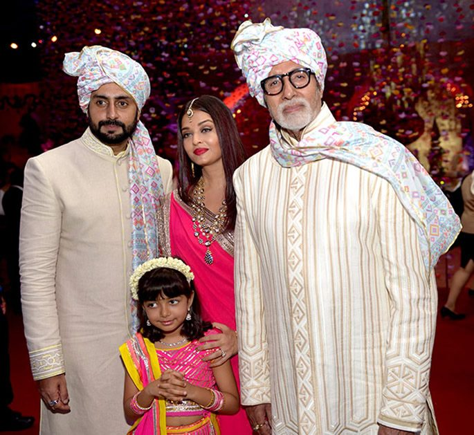 Amitabh with Abhishek, Aishwarya and Aaradhya