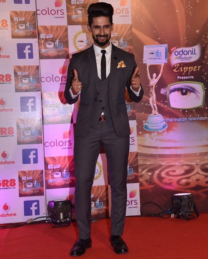 Ravi Dubey posing on red carpet