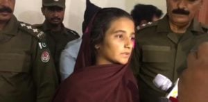 Aasia Bibi talking to reporters