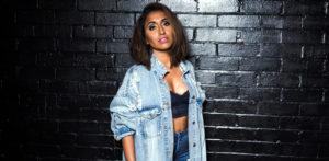 سواتی - ایک برطانوی ایشین گلوکارہ جو ہندوستان کی انتخابی شہزادی ہیں