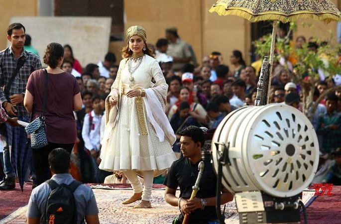 Trouble Against Manikarnika Averted After Kangana Ranaut Intervened!