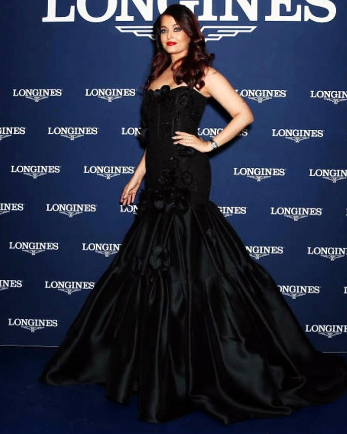 Aishwarya Rai Bachchan is Glamorous in Black in Sydney