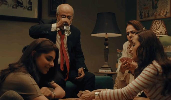 पाकिस्तानी फिल्म केक फैमिली सेंटिमेंट्स की एक मल्टी लेयर है