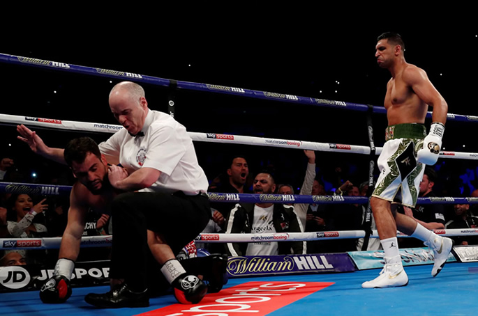 Amir Khan v Phil Lo Greco floor
