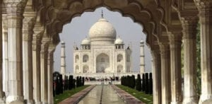 taj mahal pollution stains