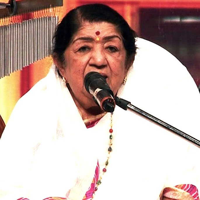 12 Famous Bollywood Female Playback Singers - Lata Mangeshkar