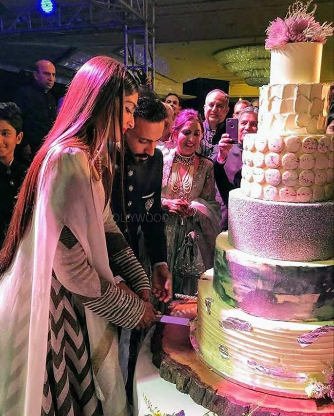 desi wedding cakes sonam kapoor cuts