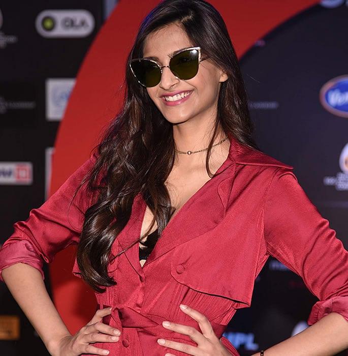 bollywood star sunglasses - sonam