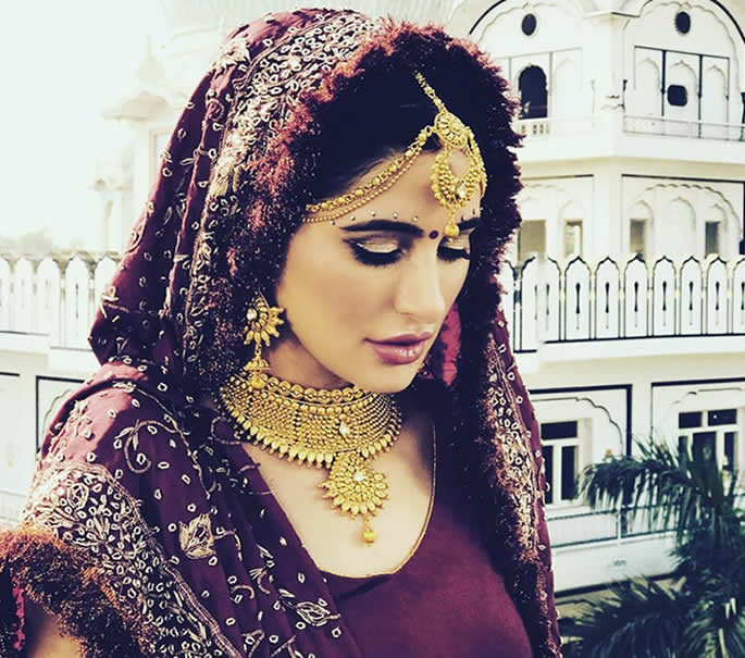 5 Weddings - Nargis Fakhri.traditional