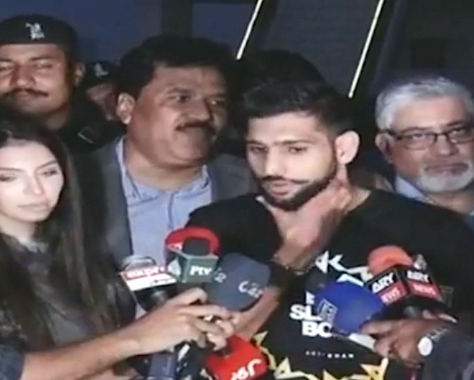 Amir Khan Challenges any Boxer in India to Beat Him! - amir faryal father