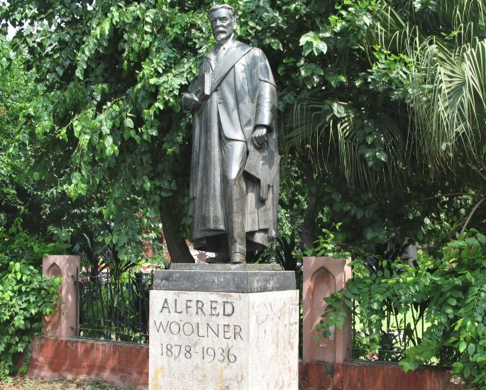 Famous Sculptures and Monuments of Pakistan - alfred woolner