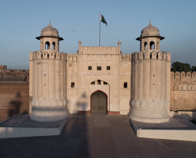 Famous Sculptures and Monuments of Pakistan - lahore fort