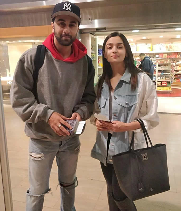 Ranbir Kapoor and Alia Bhatt to Marry in 2019 - airport