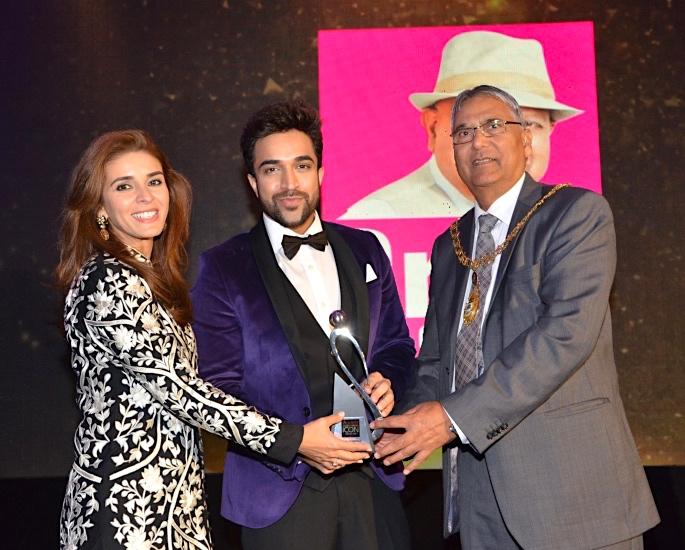 Society Global Indian Icon Awards Raageshwari Loomba and Navin Kundra