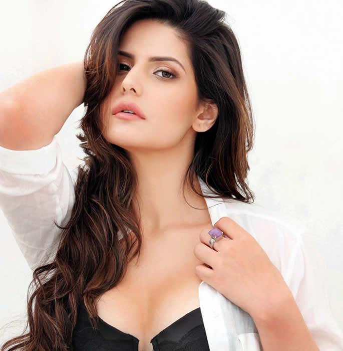 zareen khan को क्रिकेट से प्यार है